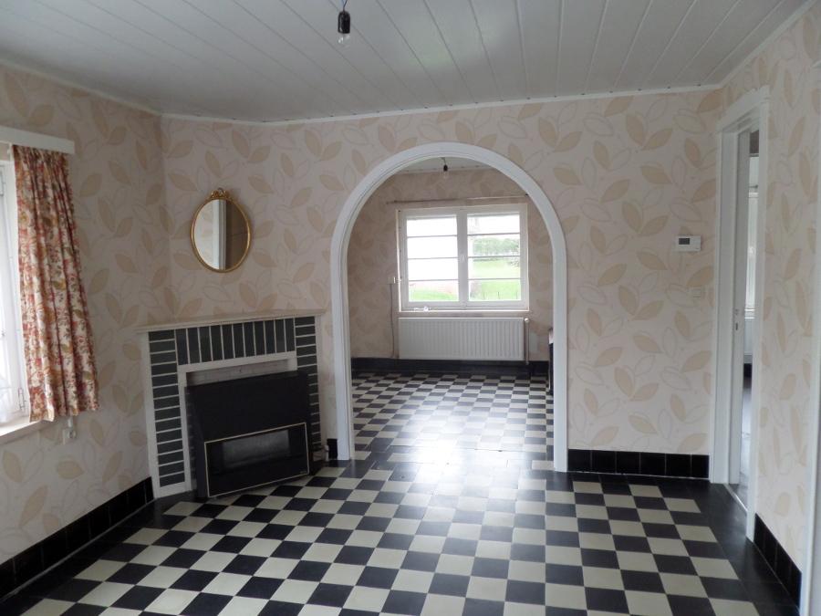 Vloerwerken, binnenhaard, behang en gordijnen -