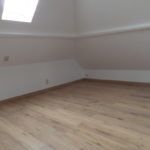 Zolderkamer opgeleverd met nieuwe parketvloer en dakraam